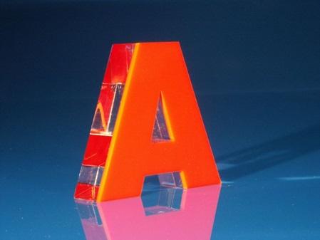 Acrylglas Plexiglas® Buchstabe gelasert scharfeckig Sandwich verklebt GS farblos klar und farbig